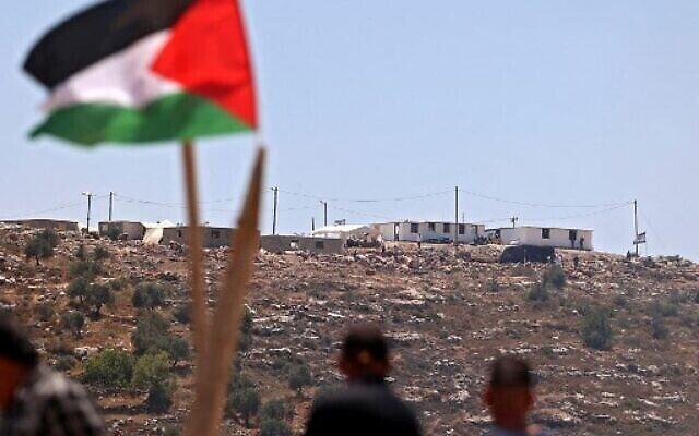 Des manifestants palestiniens participent à une manifestation contre l'avant-poste de colonisation Evyatar, au sud de Naplouse, le 4 juin 2021, en Cisjordanie. (Photo de JAAFAR ASHTIYEH / AFP)