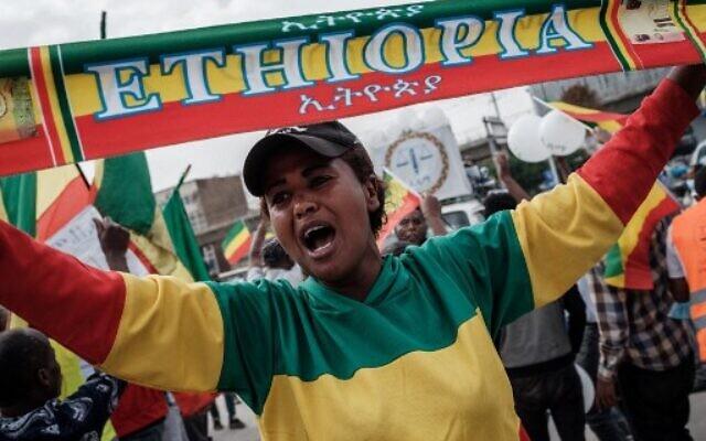 Des partisans du parti d'opposition Citoyens éthiopiens pour la justice sociale (EZEMA) participent à un rassemblement électoral sur la place Maskel à Addis-Abeba, le 16 juin 2021, cinq jours avant les élections législatives et régionales. (Crédit : Yasuyoshi CHIBA / AFP)