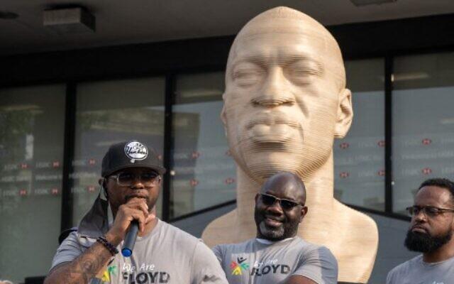 Terrance Floyd prend la parole lors de l'inauguration d'une statue dédiée à son frère George Floyd à Flatbush Junction, le 19 juin 2021, dans le quartier de Brooklyn, à New York. (Crédit : David Dee Delgado / GETTY IMAGES NORTH AMERICA / Getty Images via AFP)