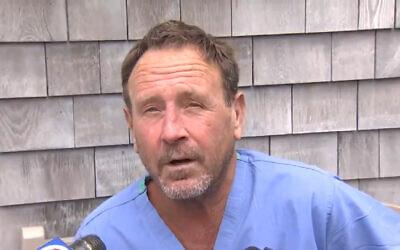 Michael Packard a été avalé par une baleine à bosse près du Massachusetts le 11 juin 2021. (Capture d'écran : Twitter)