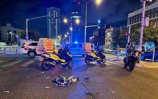 Le lieu d'un accident de la route mortel impliquant un vélo électrique à Tel Aviv, le 19 juin 2021 (Magen David Adom).