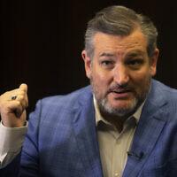 Le sénateur républicain Ted Cruz du Texas pendant une interview avec l'Associated Press à Jérusalem, le 31 mai 2021. (Crédit : AP Photo/Sebastian Scheiner)