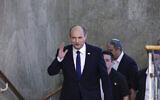 Le Premier ministre Naftali Bennett arrive à la première réunion de cabinet du nouveau gouvernement au bureau du Premier ministre à Jérusalem, le 20 juin 2021. (Crédit : Emmanuel Dunand/Pool Photo via AP)
