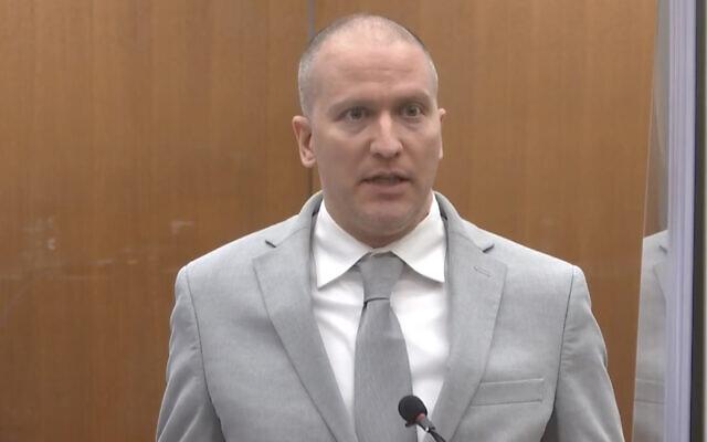 L'ancien officier de police de Minneapolis, Derek Chauvin, s'adresse à la cour alors que le juge Peter Cahill du comté d'Hennepin préside à la condamnation de Chauvin, le 25 juin 2021, au palais de justice du comté d'Hennepin à Minneapolis. (Crédit : Court TV via AP, Pool)