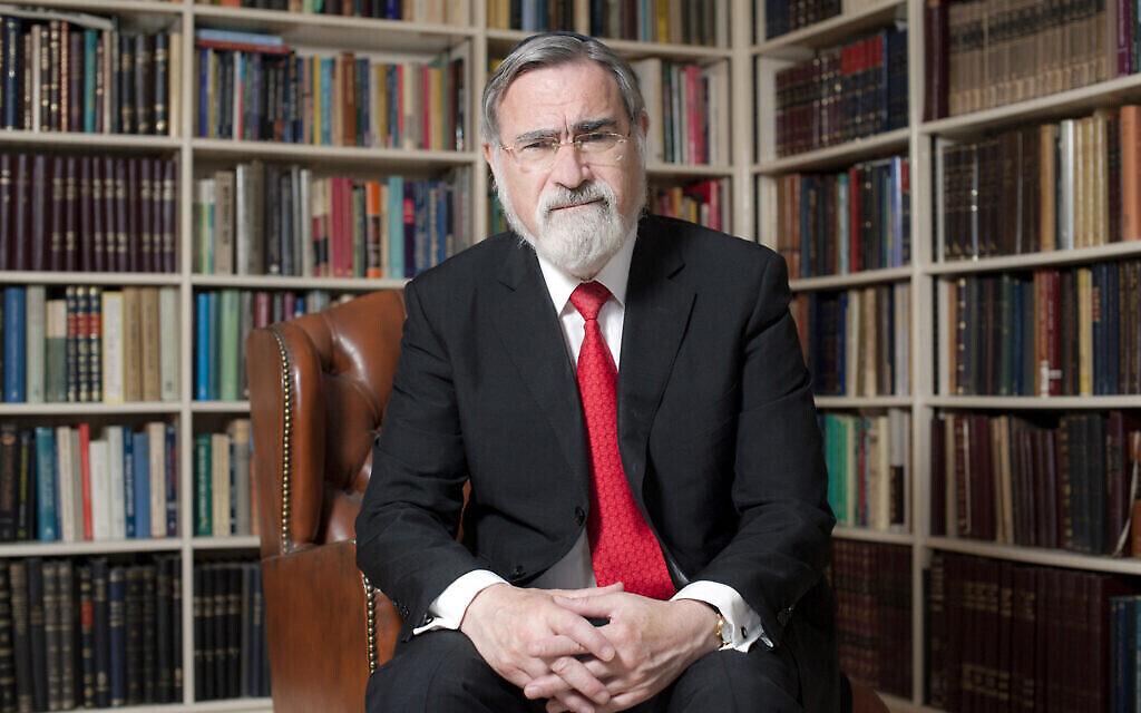 Le grand-rabbin britannique Lord Sacks en 2013 (Crédit : Blake-Ezra Photography Ltd.)