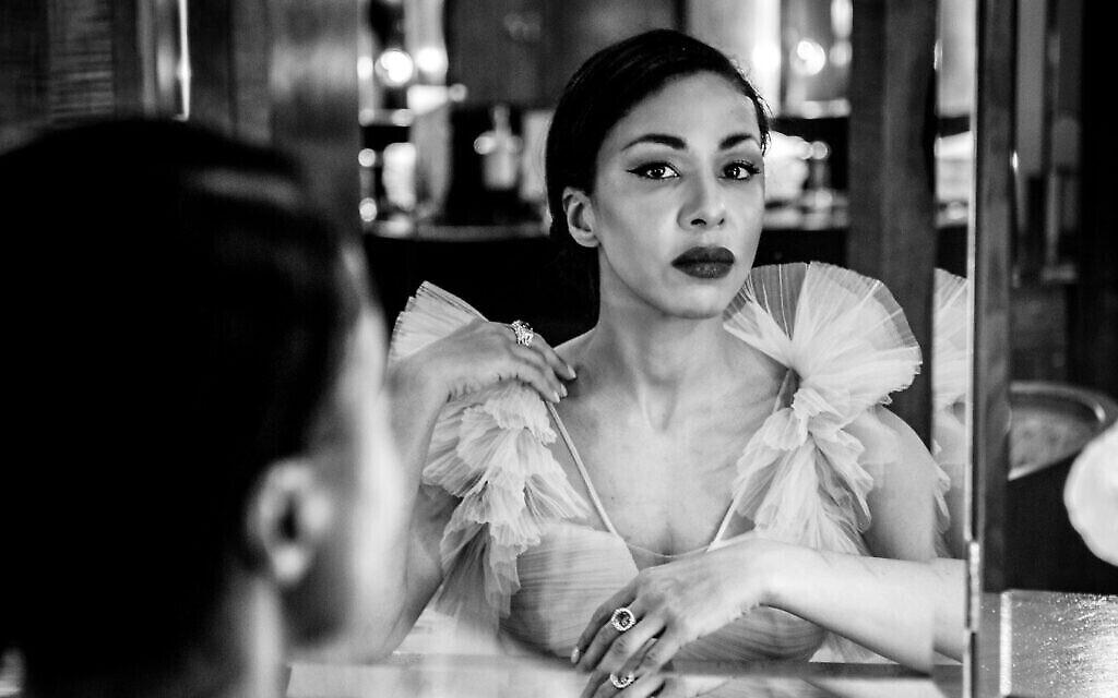 """Kathryn Drysdale, de la série Netflix """"Bridgerton"""", au Claridge's pour les SAG Awards virtuels en mars 2021, photographiée par Blake Ezra (Crédit : Blake Ezra)."""