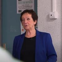 Édith Moskovic devant des collégiens. (Crédit : capture d'écran France 3 Occitanie)