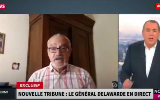 A gauche, le général à la retraite, Dominique Delawarde et à droite le présentateur télé Jean Marc Morandini (Crédit : capture d'écran YouTube)