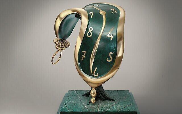 """La sculpture """"La Danse du temps II"""" de Salvador Dali qui sera exposée dans le cadre d'une exposition itinérante consacrée à l'artiste à la Herzliya Arena à partir du 9 juillet. (Autorisation : Art Investment Partners SL)"""