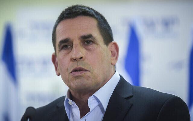 Yoav Segelovich, membre au parti politique Yesh Atid s'exprime lors d'une conférence de presse à Tel Aviv, le 29 mai 2016. (Crédit : Flash90)
