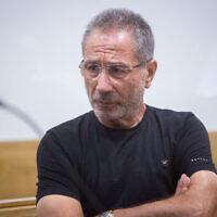 Meir Abergil, de la famille de criminels Abergil, au tribunal de district de Tel Aviv le 18 juillet 2018, pour entendre son verdict dans le cadre de l'affaire 512, visant les membres de la plus grande organisation criminelle d'Israël et de ses organisations affiliées. (Crédit : Miriam Alster/Flash90)