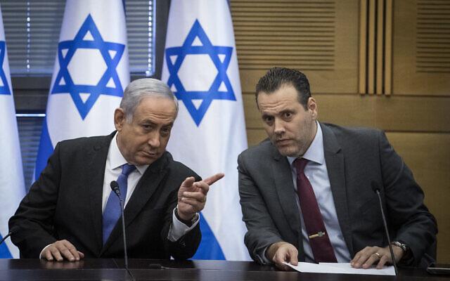 Le Premier ministre Benjamin Netanyahu et le député du Likud Miki Zohar (à droite) à la Knesset, à Jérusalem, le 20 novembre 2019. (Crédit : Hadas Parush/Flash90)