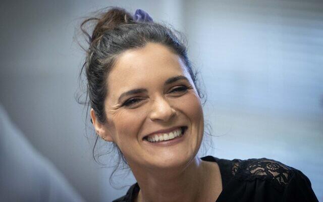 La députée travailliste Emilie Moatti, à la Knesset, le 26 avril 2021. (Crédit : Yonatan Sindel/Flash90)