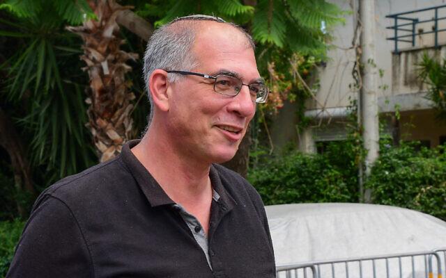 Le député de Yamina Nir Orbach arrive pour une réunion avec le chef du parti, Naftali Bennett, à Raanana, le 4 juin 2021. (Crédit :  Avshalom Sassoni/Flash90)