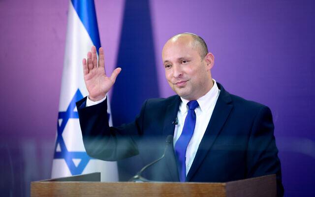 Le leader de Yamina et Premier ministre désigné Naftali Bennett s'exprime à la Knesset, le 6 juin 2021. (Crédit : Yonatan Sindel/Flash90)