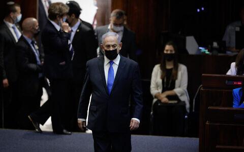 Benjamin Netanyahu lors de la prestation de serment du nouveau gouvernement israélien à la Knesset, le 13 juin 2021. (Crédit :  Olivier Fitoussi/FLASH90)