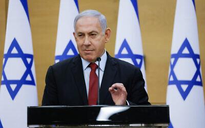 L'ancien Premier ministre israélien Benjamin Netanyahu et chef du Likud dirige une réunion de faction au parlement israélien, le 21 juin 2021. (Crédit : Olivier Fitoussi/FLASH90)