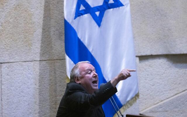 Le député Likud David Amsalem (lors d'une séance plénière à l'assemblée de la Knesset de Jérusalem, le 28 juin 2021. (Crédit : Olivier Fitoussi/Flash90)