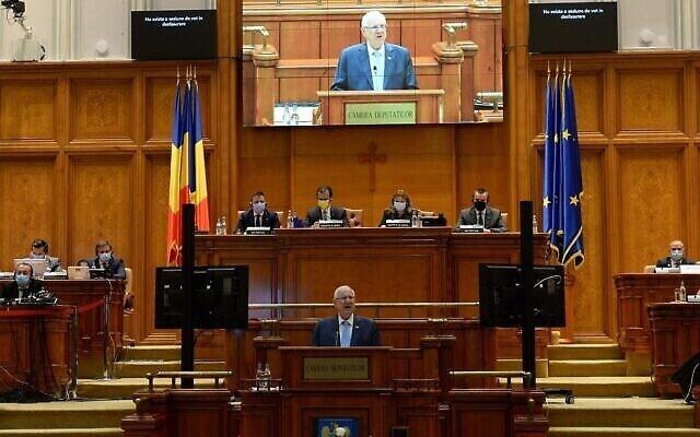 Le président Reuven Rivlin s'adresse au Parlement roumain, le 9 juin 2021. (Crédit : Mark Neyman/GPO)