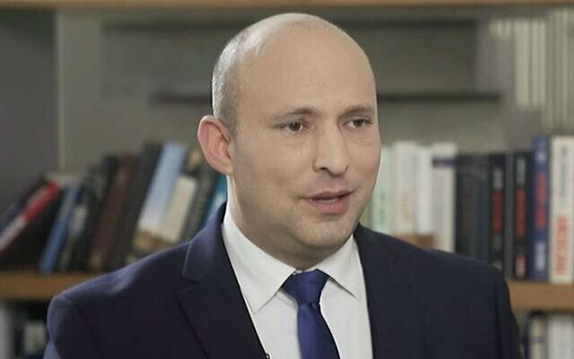 Naftali Bennett, chef de Yamina et Premier ministre désigné, lors d'une interview sur Douzième chaîne, le 3 juin 2021. (Capture d'écran Douzième chaîne)