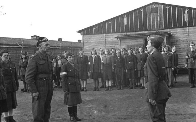 Dernier appel au Stalag VI-C Oberlangen après sa libération, en avril 1945. (Domaine public)
