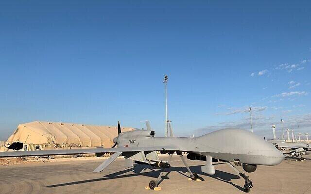 Une photo prise le 13 janvier 2020, lors d'une tournée de presse, organisée par la coalition dirigée par les États-Unis qui combat les restes du groupe État islamique, montre des drones de l'armée américaine sur la base aérienne d'Ain al-Asad, dans la province d'Anbar, dans l'ouest de l'Irak (Crédits: Ayman Henna / AFP).