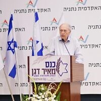 L'ancien chef du Mossad Efraim Halevy lors d'une conférence en l'honneur de son successeur, Meir Dagan, à Netanya, le 9 juin 2021. (Crédit : Tamir Bargig / Netanya Academic College)