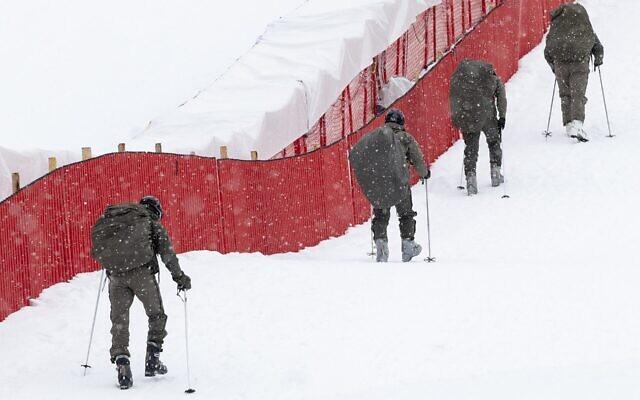 Illustration : Des soldats s'entraînent à Kitzbuehel, en Autriche, le 23 janvier 2021. (Crédit : Joe Klamar/AFP via Getty Images via JTA)
