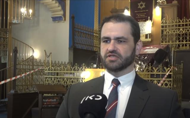 Le rabbin Mordechai Eliezer (Zsolt) Balla, nommé grand rabbin de l'armée allemande, s'adresse à la chaîne publique Kan le 3 juin 2021. (Capture d'écran : YouTube)