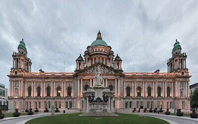 L'hôtel de ville de Belfast (Crédit: Giorgio Galeotti/Wikimedia Commons via JTA)