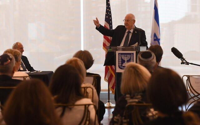 Le président Reuven Rivlin s'adresse aux responsables de la communauté juive américaine à New York, le 27 juin 2021. (Crédit :  Haim Zach/GPO)