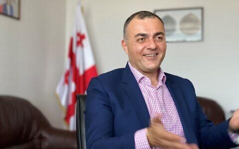 L'ambassadeur de Géorgie en Israël Lasha Zhvania dans son bureau, en mai 2021. (Autorisation)