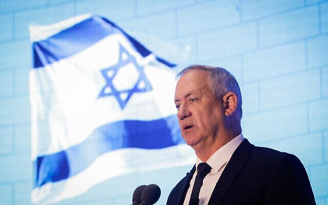 Le ministre de la Défense Benny Gantz prend la parole lors d'une cérémonie à la mémoire des soldats israéliens tués lors de la Seconde Guerre du Liban, au Hall national du souvenir au Mont Herzl à Jérusalem, le 24 juin 2021. (Olivier Fitoussi/Flash90)