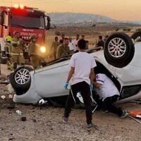 Les services de secours travaillent sur les lieux de l'accident de voiture mortel en Cisjordanie, le 19 juin 2021. (Services d'incendie et de secours)