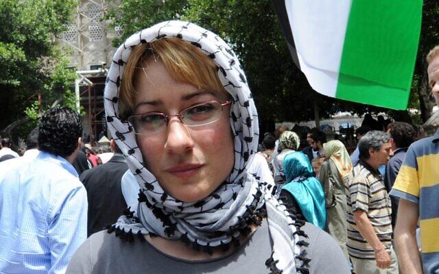 Ewa Jasiewicz assiste à un rassemblement de protestation contre Israël à Istanbul, en Turquie, le 3 juin 2010. (Crédit : Bulent Kilic/AFP via Getty Images/via JTA)