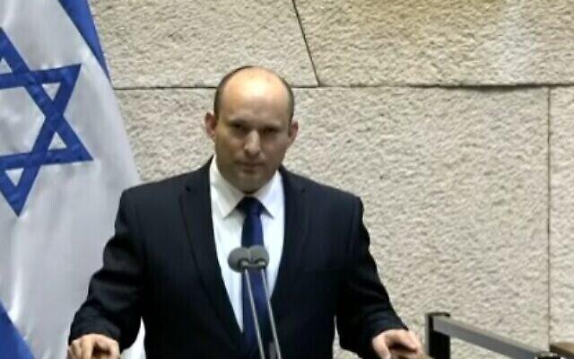 Le Premier ministre désigné Naftali Bennett s'adresse à la Knesset, le 13 juin 2021. (Capture d'écran)