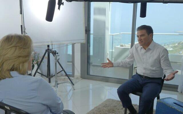 L'ancien chef du Mossad Yossi Cohen en interview avec Ilana Dayan, diffusée le 10 juin 2021. (Capture d'écran)