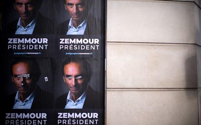 Des affiches des membres du comité de soutien de l'idéologue français d'extrême-droite Eric Zemmour, à Paris, le 28 juin 2021. (Crédit :  Olivier MORIN / AFP)