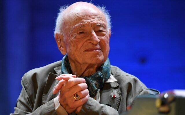 Le philosophe et sociologue français Edgar Morin au siège de l'UNESCO avant une cérémonie pour son centième anniversaire, le 2 juillet 2021. (Crédit : Bertrand GUAY / AFP)