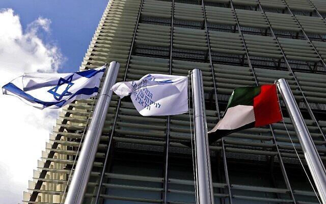 L'ambassade émiratie dans les locaux de la Bourse de Tel Aviv, le 14 juillet 2021. (Crédit : Jack Guez/AFP)