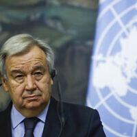 Le secrétaire général des Nations unies Antonio Guterres lors d'une conférence de presse conjointe avec le ministre russe des Affaires étrangères, Sergey Lavrov, suite à des discussions à Moscou, en Russie, le 12 mai 2021. (Crédit : Maxim Shemetov, Pool via AP)