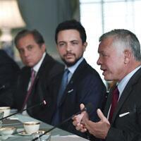 Le roi de Jordanie Abdullah II, à droite, parle au secrétaire d'État Antony Blinken, le 20 juillet 2021, au département d'État à Washington. (Crédit : Nicholas Kamm /Pool via AP)