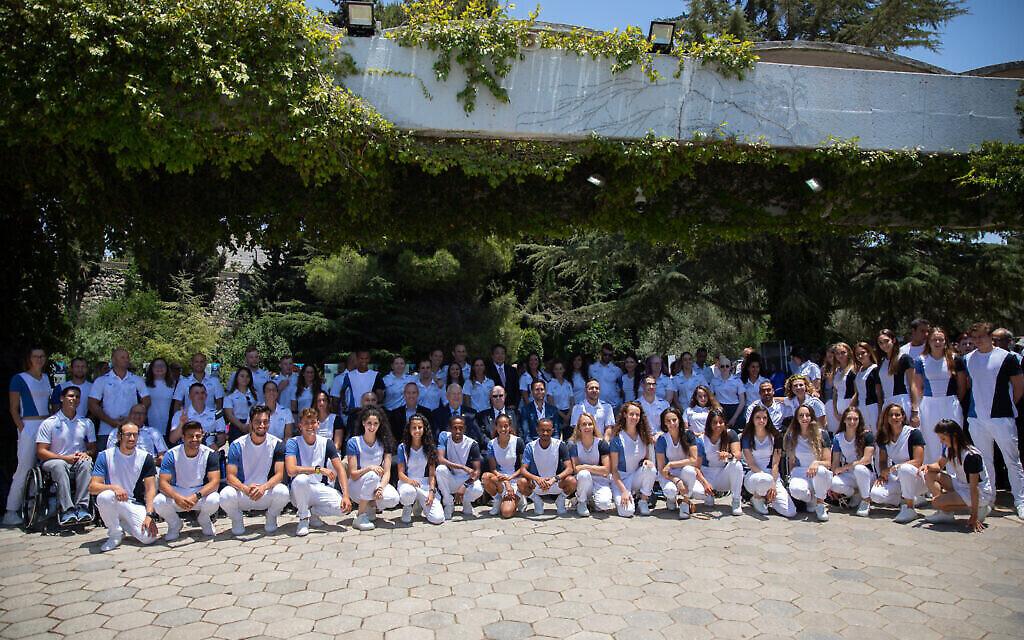 La délégation olympique et paralympique israélienne participant aux prochains Jeux olympiques de Tokyo assiste à une cérémonie à la résidence du président à Jérusalem, le 23 juin 2021. (Crédit: Olivier Fitoussi / Flash90)