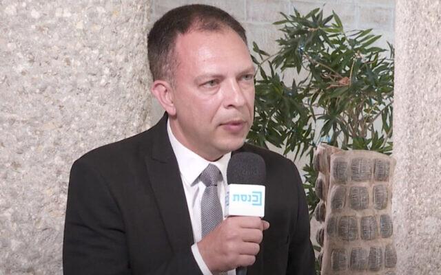 Le député Vladimir Beliak du parti Yesh Atid (Crédit : capture d'écran, Youtube)