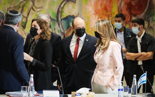 Le Premier ministre Naftali Bennett lors d'une réunion du cabinet à la Knesset, le parlement israélien à Jérusalem, le 19 juillet 2021. (Crédit : Marc Israel Sellem/POOL)