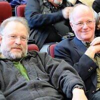 Jerry Greenfield, à gauche, et Ben Cohen, les fondateurs de Ben & Jerry's, en 2010. (Wikimedia Commons)