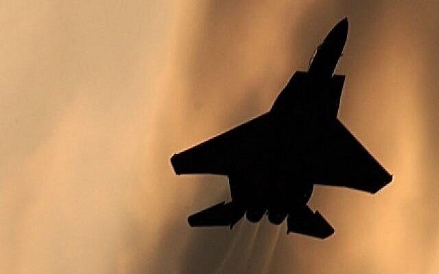 Photo d'illustration d'un avion de chasse F-15 israélien.(Crédit : Tsahi Ben-Ami/Flash90)