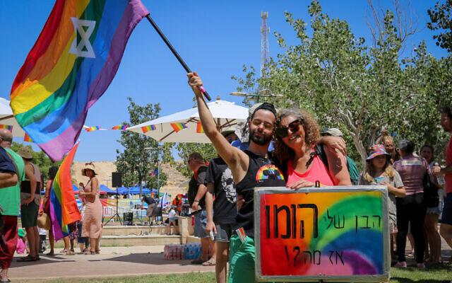 Des participants à la première Marche des Fiertés de Mitzpe Ramon, le 3 juillet 2021. (Crédit : Flash90)