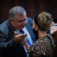 Le député David Bitan et la cheffe de la coalition Idit Silman à la Knesset de Jérusalem, le 6 juillet 2021.  (Crédit : Yonatan Sindel/Flash90)