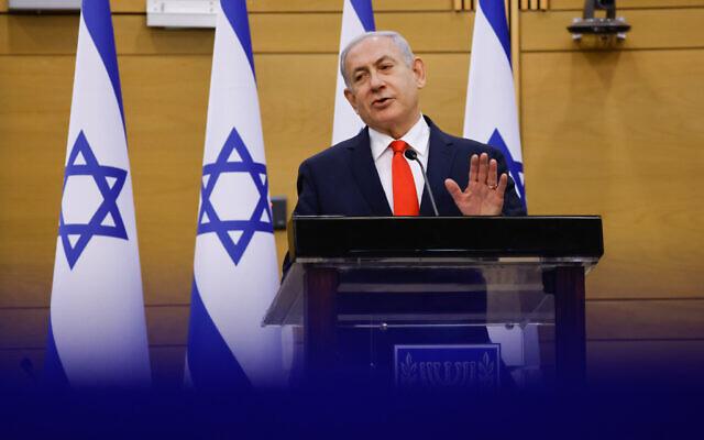 Le leader de l'opposition Benjamin Netanyahu dirige une réunion de faction du Likud à la Knesset, le 12 juillet 2021. (Crédit : Olivier Fitoussi/Flash90)